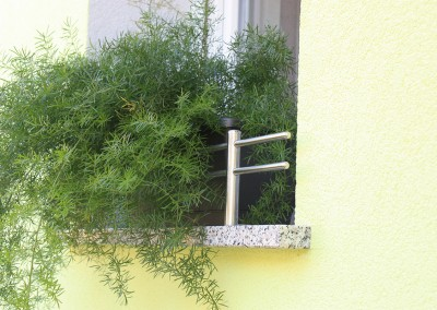 INOX ograjica na okenski polici go tehnika